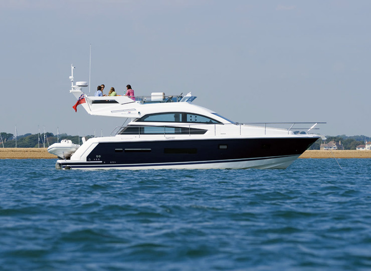 rent yacht goa